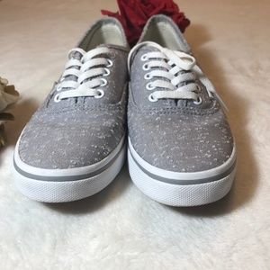 VANS OFF THE WALL WOMENS 6.5 GRAY & WHITE